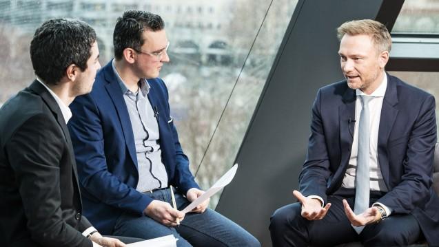 FDP-Parteichef Christian Lindner erklärt im Video-Interview mit DAZ und DAZ.online, warum die Apotheker doch eher die FDP als die Linke wählen sollten. (Foto: Külker)