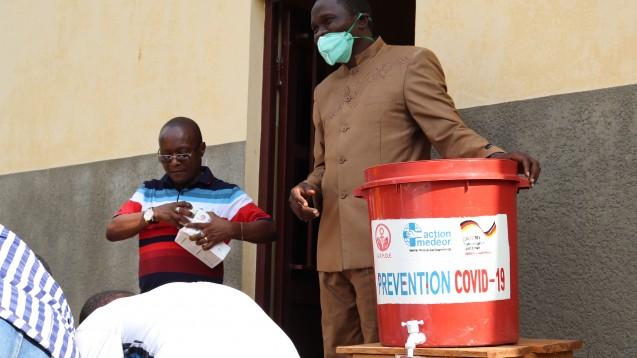 """COVID-19-Prävention: Mitarbeiter von """"Association des Femmes pour la Promotion et le Développement Endogène"""" (AFPDE) in Südkivu/Kongo DRC.(Bild: action medeor)"""