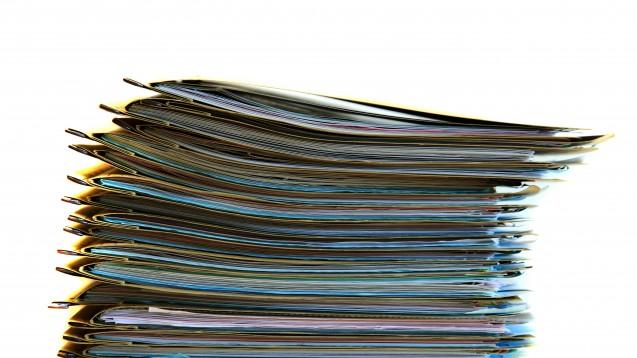 Mehr Vertrauen ins Papier? Viele Patienten sehen die Digitalisierung im Gesundheitswesen skeptisch. (Foto: Benjamin Nickel / Fotolia)