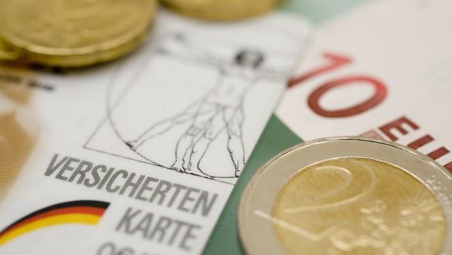 Die Krankenkassenbeiträge könnten im kommenden Jahr ein bisschen geringer ausfallen. (Foto: YK / stock.adobe.com)