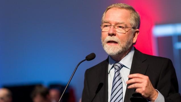 Kammerpräsident Lutz Engelen (hier auf dem DAT 2017) ist unzufrieden mit der derzeitigen Führungsspitze der ABDA. Als erster Standesvertreter der Apotheker verlangt er nun, dass die ABDA-Spitze um Präsident Friedemann Schmidt zurücktritt. (c / Foto: Schelbert)