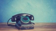 Das waren noch Zeiten: Apotheker Bernd Jas macht sich über die Verkaufs- und Service-Strategien großer Kommunikationskonzerne Gedanken. (Foto: Smiltena / Fotolia)