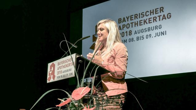 Bayerns Gesundheitsministerin Melanie Huml (CSU) ist eine Freundin der Apothek vor Ort, in Sachen Telemedizin ruft sie die Pharmazeuten allerdings zur Mitarbeit auf. (Foto: DAZ.online)
