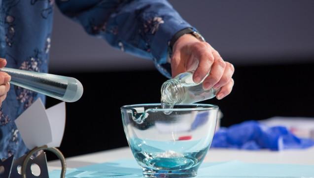Sämtliche Kniffs und Tricks, die es zu halbfesten Darreichungsformen zu kennen gilt, verrieten PTASonja Arlt und Apothekerin Jutta Wittmann beim Rezeptur-Symposium.