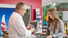 Durch eine eingehende Beratung durch Apotheker können Probleme vermieden werden. (Quelle: ABDA)