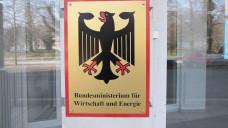 Spätere Veröffentlichung: Das vom BMWi in Auftrag gegebene Gutachten wird Informationen von DAZ.online zufolge erst Mitte November vorliegen. (Foto: Sket)