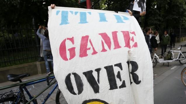 TTIP Game over? Nein, sagenKommissionspräsident Juncker und Parlamentspräsident Schulz. Die Verhandlungen sollen fortgeführt werden. (Foto: dpa)