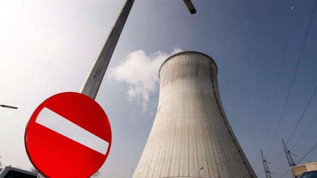"""Das Atomkraftwerk Tihange in Belgien: Die Strahlenschutzkommission erachtet die Bedeutung der Jodblockade als unverändert hoch, ein  """"niederschwelliger Zugang"""" wird empfohlen. (Foto: dpa/ Brono Fahy)"""