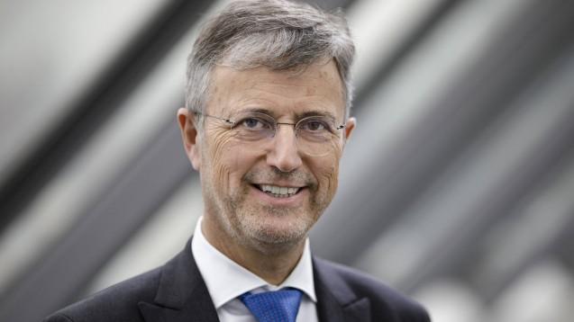 Martin Litsch, Chef des AOK-Bundesverbandes, fordert, dass das E-Rezept in die E-Patientenakte der Krankenkassen integriert wird und die Kassen unmittelbar zugreifen können. (b/Foto: imago images / photothek)