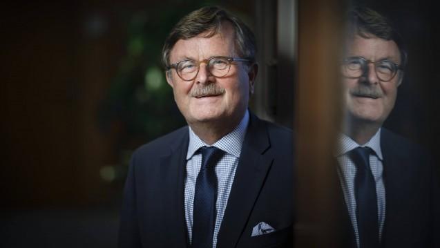 Impfen bitte nicht auf Apotheker übertragen: Frank-Ulrich Montgomery, Präsident der Bundesärztekammer, will, dass das Impfen fest in ärztlicher Hand bleibt. (s / Foto: Imago)