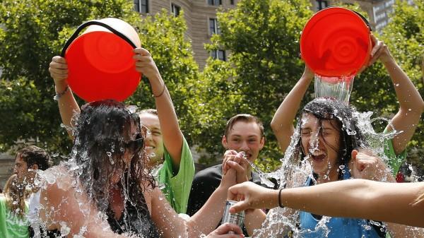 """Was bleibt von der """"Ice Bucket Challenge""""?"""