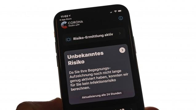 Die Corona-Warn-App der Bundesregierung steht ab sofort zum Download bereit. (m / Foto: imago images / Jan Huebner)
