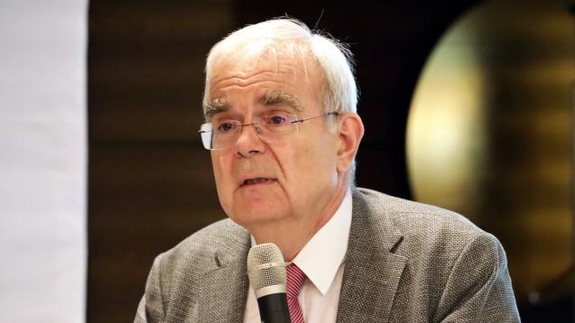 Prof. Hilko Meyer (hier vergangene Woche beim Apothekerverband in Nordrhein) weist immer wieder darauf hin, welche Folgen die Streichung des § 78 Absatz 1 Satz 4 AMG hätte. (c / Foto: Müller/AV Nordrhein)