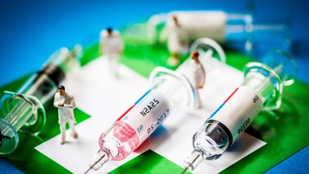 In anderen Ländern ist es bereits üblich, dass Apotheker impfen dürfen. Der BVDAK kann sich das auch für Deutschland vorstellen.(Foto:picture alliance / Phanie)