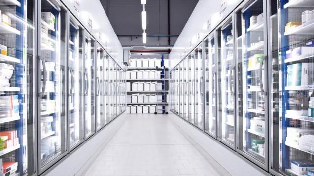 Die Kühlung ist für den Großhandel umfassend reguliert. Aber wie sieht es aus, wenn eine Versandapotheke Arzneimittel verschickt? Der Transport selbst normal lagerbarer OTC-Arzneimittel kann bei hochsommerlichen Temperaturen zum Problem werden. (c / Foto: Phagro)