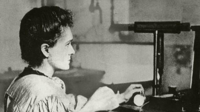 Marie Curie ist eine von zwei Frauen, die den Physik-Nobelpreis erhielten. Sie wurde später, 1911, auch noch mit dem Nobelpreis für Chemie ausgezeichnet. (Foto:picture alliance/akg-images)