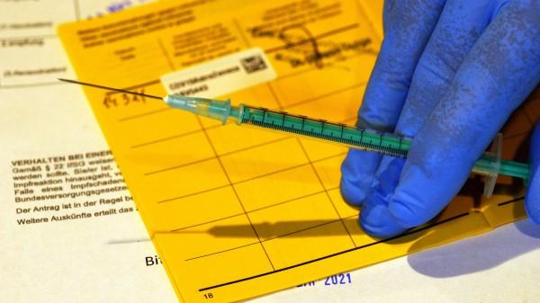 Haftungserleichterung für Ärzte bei COVID-19-Impfungen geplant