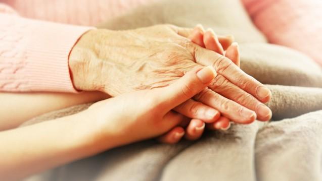 Sterbende sollen besser betreut werden - ob zuhause, im Heim, im Hospiz oder im Krankenhaus. (Foto: Africa Studio/Fotolia)