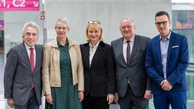 Bei der diesjährigen politischen Diskussion auf der Interpharm diskutierten Dr. Cristopher Hermann (AOK BW), Biggi Bender (vdek), Karin Maag (MdB, CDU) Fritz Becker (DAV, LAV) und DAZ.online-Chefredakteur Benjamin Rohrer (v.l.n.r) (Foto: Schelbert)