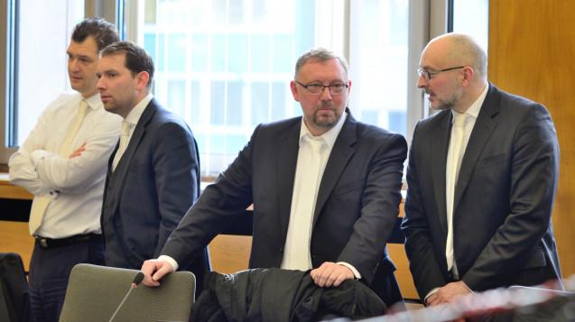 Die vier Strafverteidiger des Bottroper Zyto-Apothekers Peter S. (Foto: hfd / DAZ.online)