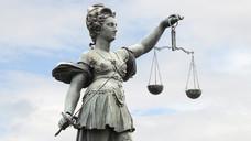 Apotheken - immer wieder ein Fall für Justizia.  (Foto: Stefan Welz/Fotolia)