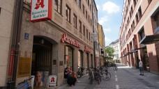 1657 war die Apotheke gegründet worden, als Bestandteil des ehemaligen Karmeliter-Klosters an der Maxburgstraße (Fotos: Daniel van Loeper).