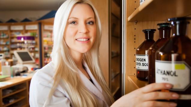 Der Deutsche Apotheker Verlag unterstützt die Apotheker bei der Herstellung von Desinfektinsmitteln, indem er noch bis 13. März die Ziegler Rezepturbibliothek kostenfrei zur Verfügung stellt. ( t / Foto: pix4U / stock.adobe.com)