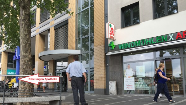 Kölner muss zwei Apotheken Tür an Tür führen
