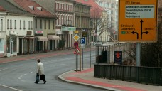 Wie weiter? Die Lage in Brandenburg droht, problematisch zu werden, auch weil die Pharmazie-Ingenieure in Rente gehen. (Foto: dpa)