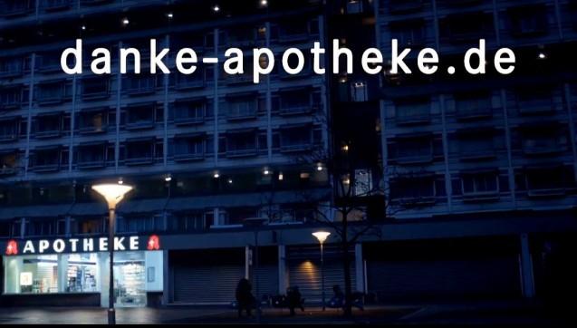 """Mit dem Wecken positiver Emotionen versucht die Kampagne """"Danke Apotheke"""" die Vorzüge der Präsenzapotheken in Deutschland zu unterstreichen.""""Wenn es weh tut, wollen wir nicht stundenlang suchen. Wir hoffen dann, dass jemand für uns da ist, Tag und Nacht. Jemand, der etwas von seinem Fach versteht"""", heißt es in dem TV-Werbespot. Offenbar hatte es vor der Kampagne eine Abstimmung mit der ABDA gegeben. (Screenshot: DAZ.online)"""