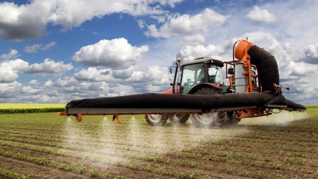 Die EU-Kommission denkt über eine Verlängerung der Glyphosat-Zulassung nach – für mehr Prüfzeit. (Foto: oticki/Fotolia)
