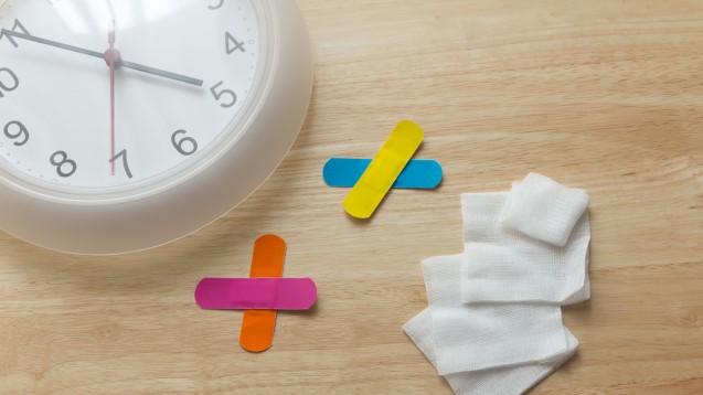 Die Uhrzeit, zu der eine Verletzung entsteht, hat offenbar Einfluss auf die Heilung. (Foto:priew9959 / adobe.stock.com)