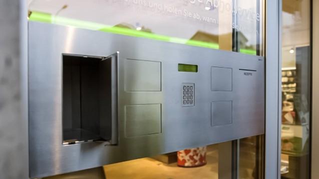 Ausgabestationen dieser Art sollen auch künftig zulässig sein. Doch auch Versandapotheken sollen Ausgabestationen nicht verwehrt bleiben. (m / Foto: Dacos)