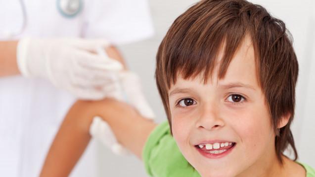 """Auch Jungen sollen laut STIKO gegen HPV geimpft werden - zum eigenen Schutz und im Sinne der """"Herdenimmunität"""". (Foto: Ilike / stock.adobe.com)"""