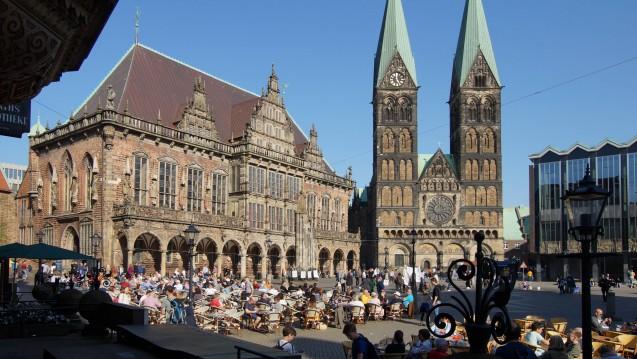 Die Bremer Bevölkerung ist aufgerufen, eine Bürgerschaft (Haus rechts im Bild) zu wählen. Welche apothekenpolitischen Positionen vertreten die Parteien? (s / Foto: imago images / Eckhard Stengel)