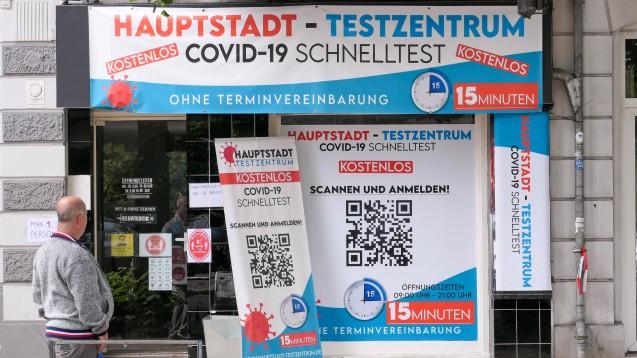 Corona-Testzentren schossen in den vergangenen Monaten wie Pilze aus dem Boden. Allein in Berlin stieg deren Zahl von etwa 200 im März auf mehr als 1.600 im Mai. (c / Foto: IMAGO / Stefan Zeitz)