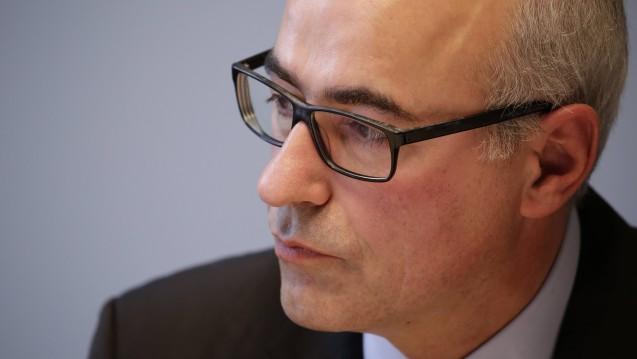 Die Monopolkommission (hier: Vorsitzender Achim Wambach) nimmt erneut den Apothekenmarkt ins Visier und holt zum Rundumschlag gegen die Preisbindung aus. (c / Foto: Imago)