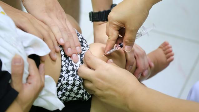 Die erste Masern-Teilimpfung sollte zwischen vollendetem 11. und 14. Lebensmonat gegeben werden. Die zweite Impfung soll spätestens gegen Ende des zweiten Lebensjahres, mit 23 Monaten, gegeben werden.(Foto: itataekeerati / stock.adobe.com)