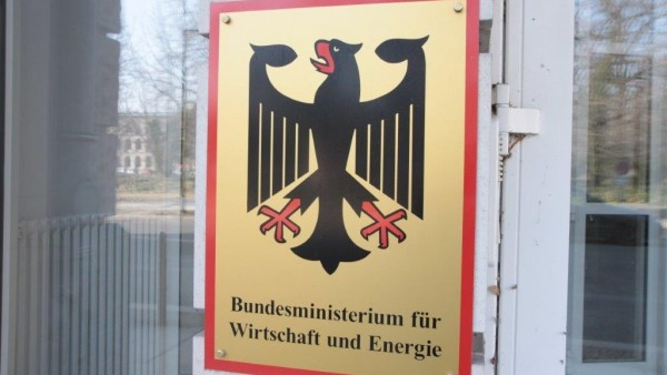 BMWi: ABDA darf beim Honorar mitreden