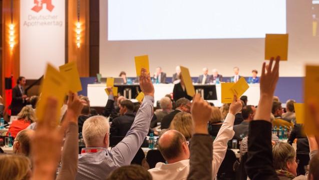 Was wurde aus den Anträgen? Die ABDA beschreibt, welche Anträge vom Deutschen Apothekertag 2015 weiterverfolgt wurden und welche nicht. (Foto: Schelbert)