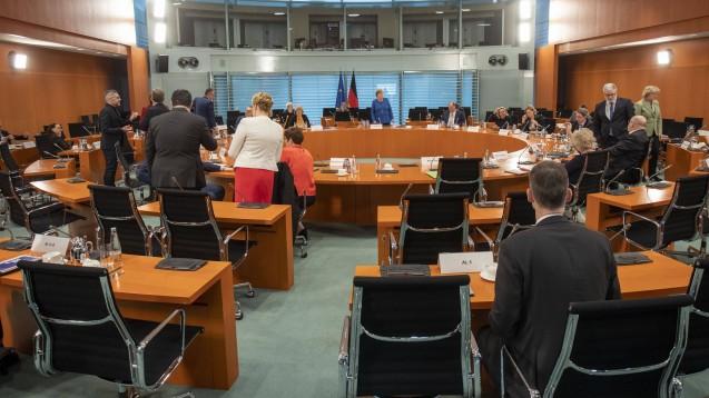 Im sogenannten großen Corona-Kabinett und mit den Bundesländern soll heute abgestimmt werden, wie lange die Kontaktbeschränkungen noch bestehen bleiben sollen. (t/Foto: imago images / Thiel)