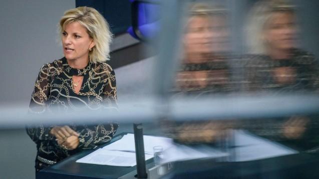 Die neue Drogenbeauftragte der Bundesregierung, Daniela Ludwig (CSU), stellt eine Kursänderung der Union in Sachen Cannabis-Legalisierung in Aussicht. ( r / Foto: imago images / Spicker)