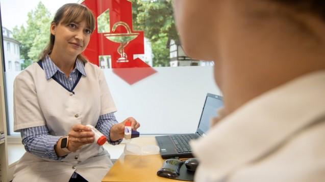 Welche Patienten Anspruch auf neue pharmazeutische Dienstleistungen bekommen sollen, muss aus Sicht des BAH allein der Apotheker anhand der individuellen Bedürfnisse der Versicherten entscheiden. (m / Foto: Schelbert)