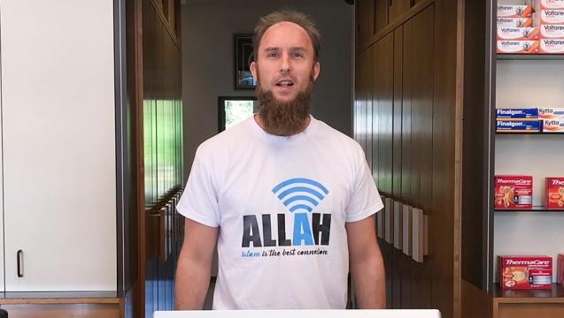 Apotheker Bernd Redemann aus Haltern am See will seine Kunden vom Islam überzeugen. Die Apothekerkammer Westfalen-Lippe hat jetzt angekündigt, sich die Sache genauer anzuschauen. (m / Foto: Redemann)