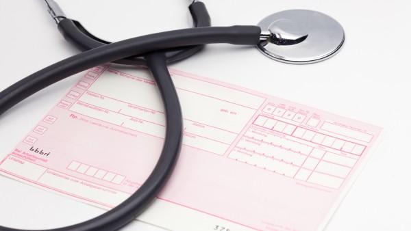 Bewährungsstrafen für PKA und Arzthelferin wegen Rezeptbetrugs