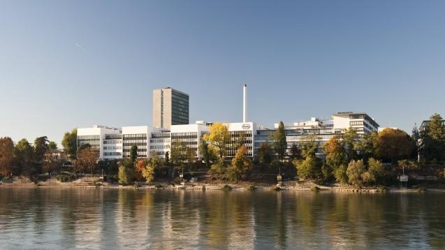 In der Roche-Zentrale in Basel ist man enttäuscht über das schlechte Abschneiden von Tocilizumab gegen COVID-19. (s / Foto: imago images / Daniel Schvarcz)