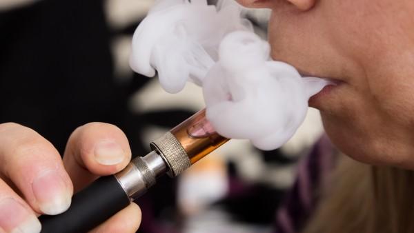 E-Zigaretten ersetzen Nikotinersatzprodukte
