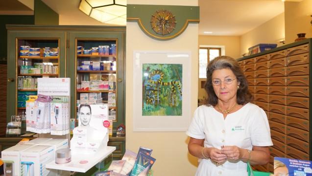 Karen-Mareen Bereiter ist seit 35 Jahren die Inhaberin der traditionsreichen Karmeliten-Apotheke.