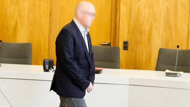 Zyto-Apotheker Peter S. im Gerichtssaal. Wo ist sein früheres Vermögen? Die Staatsanwaltschaft hat einen vorläufigen Insolvenzverwalter ernannt. (m / Foto: imago / biky)