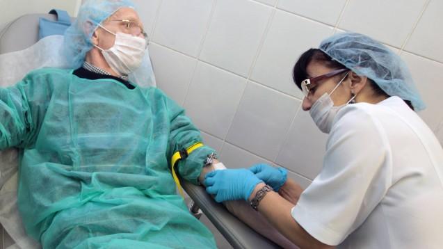Bestimmte patientenindividuelle Zubereitungen haben keine Arzneimittelzulassung. Wichtige Pharmakovigilanzdaten fehlen. Mit dem GSAV erhofft sich die Bundesregierung mehr Transparenz. ( r / Foto: imago)